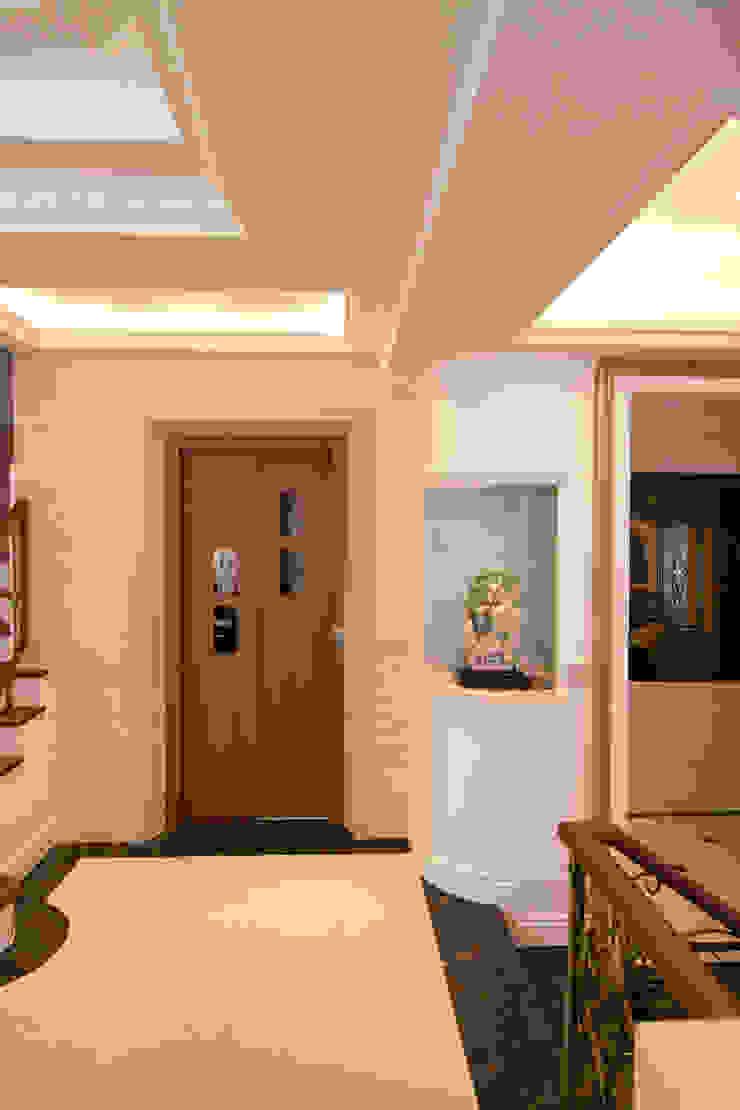 電梯 經典風格的走廊,走廊和樓梯 根據 Hi+Design/Interior.Architecture. 寰邑空間設計 古典風