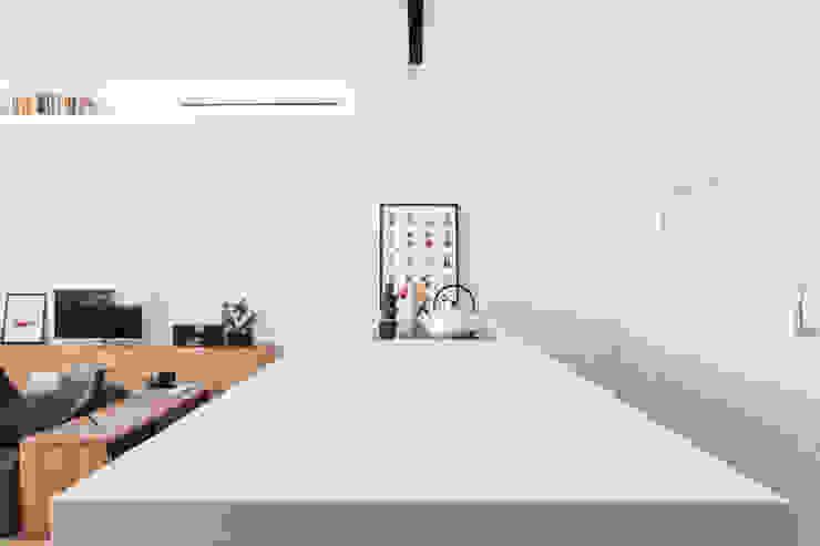 Nhà bếp phong cách tối giản bởi Didonè Comacchio Architects Tối giản