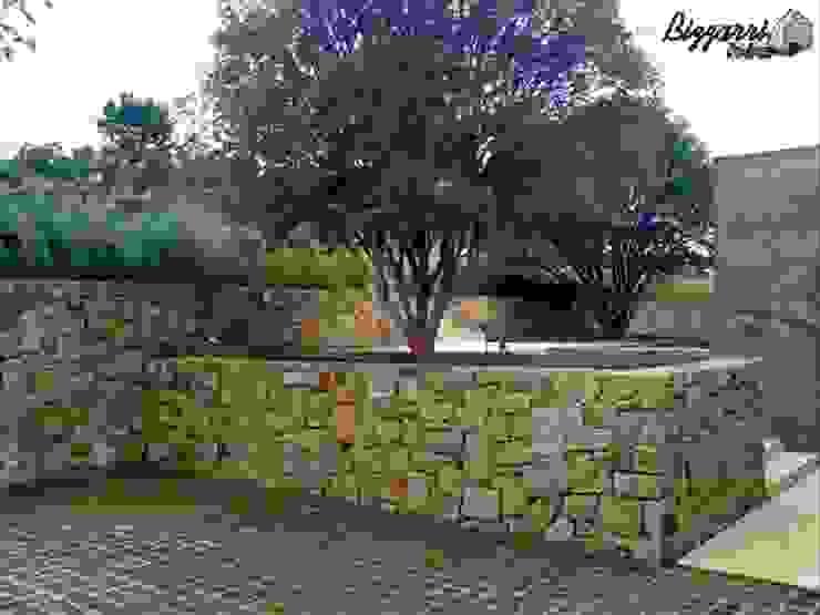 Jardines de estilo  por Bizzarri Pedras,