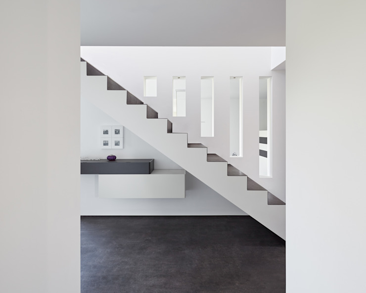 Corridor & hallway by Fourmove Architekten