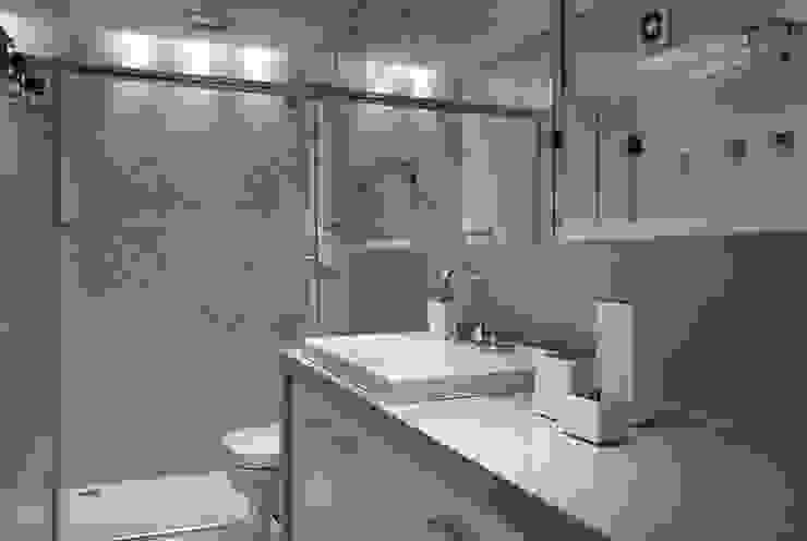 Banho Suíte Banheiros modernos por Ana Maria Dickow Arquitetura & Interiores Moderno Pedra