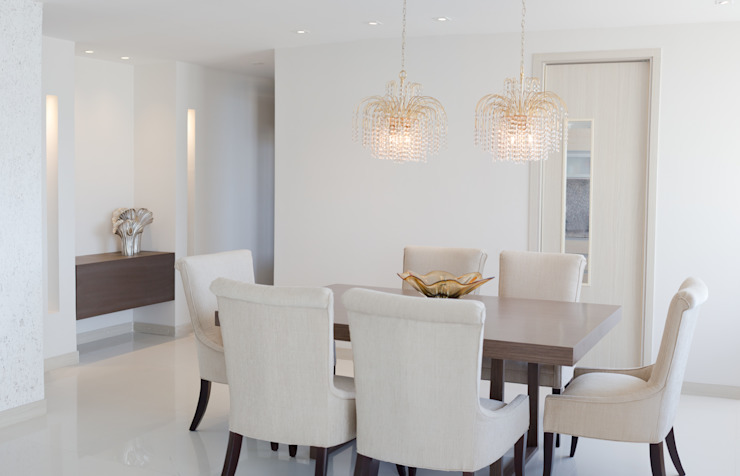 Classic style dining room by Monica Saravia Classic