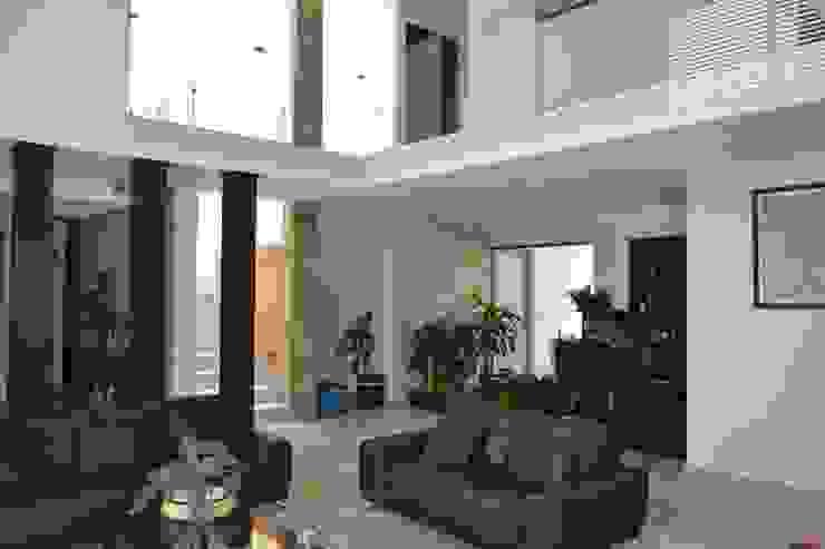 Estancia Salas de estilo moderno de ANTARA DISEÑO Y CONSTRUCCIÓN SA DE CV Moderno Cerámico