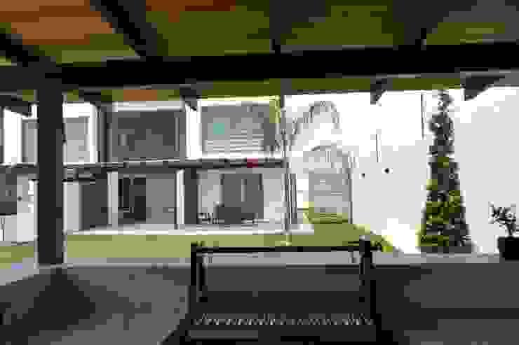 Fachada desde asador Casas modernas de ANTARA DISEÑO Y CONSTRUCCIÓN SA DE CV Moderno Cerámico