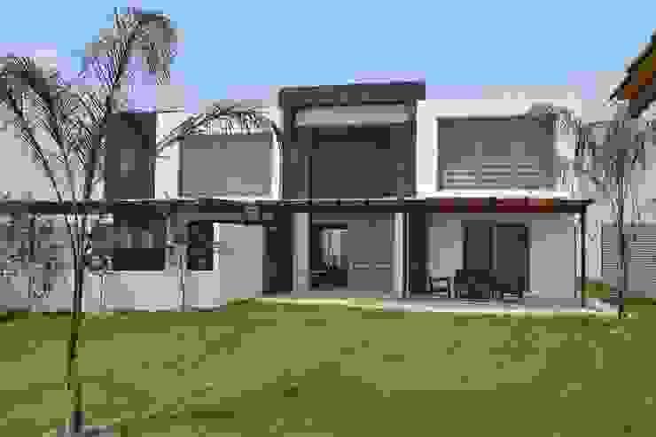 Fachada principal Casas modernas de ANTARA DISEÑO Y CONSTRUCCIÓN SA DE CV Moderno Piedra