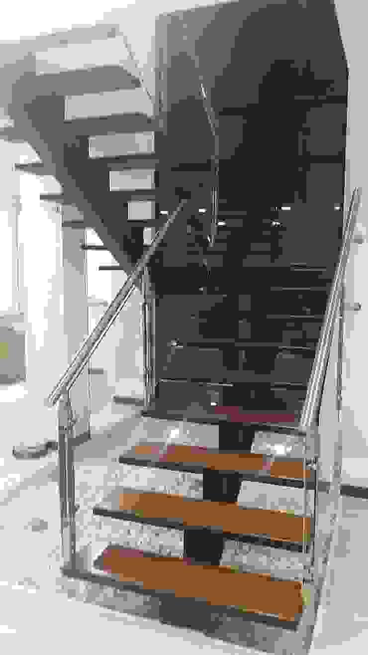 Construcciones Cubicar S.A.S 現代風玄關、走廊與階梯