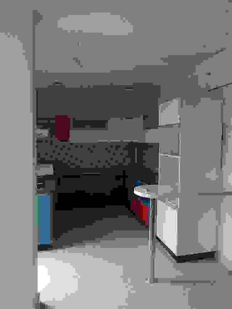 modular kitchen with breakfast counter: minimalist  by BYOD Dezigns,Minimalist Plywood