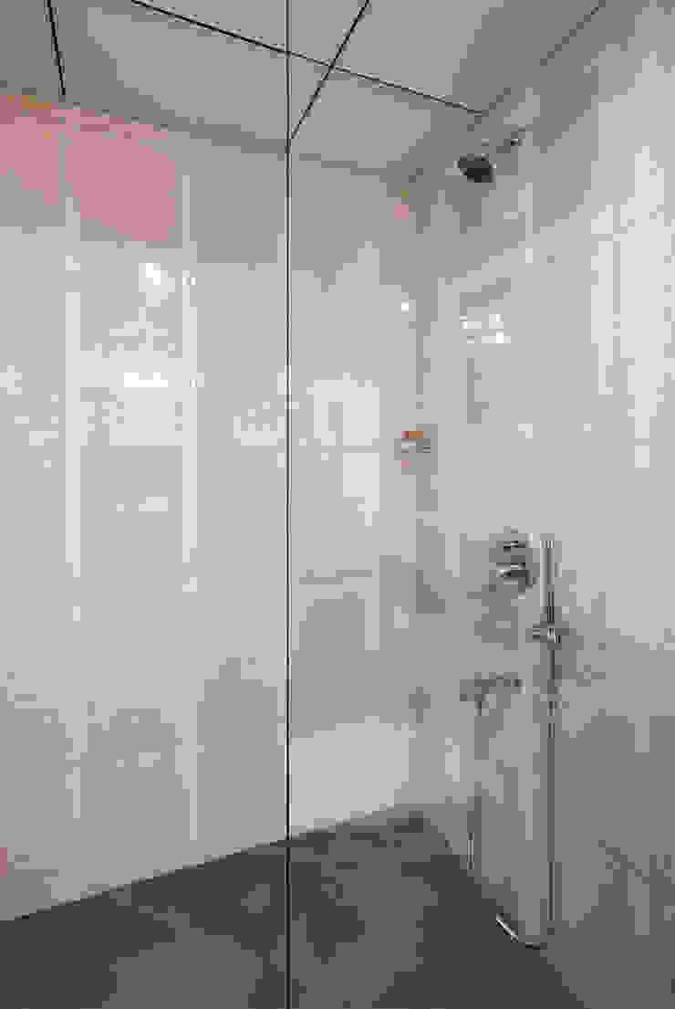 Shobha Marvella Modern bathroom by Wenzelsmith Interior Design Pvt Ltd Modern