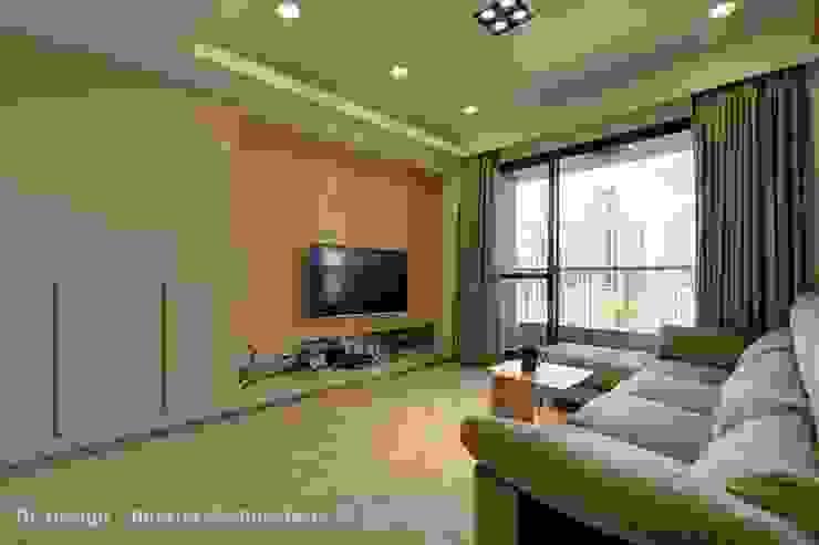 客廳 现代客厅設計點子、靈感 & 圖片 根據 Hi+Design/Interior.Architecture. 寰邑空間設計 現代風