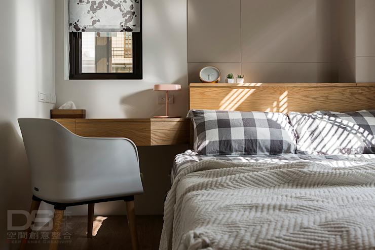 Camera da letto in stile scandinavo di DS亦沐空間創意整合 Scandinavo Legno Effetto legno