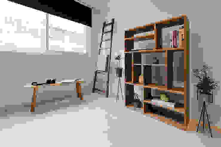Oficinas de estilo  por 隹設計 ZHUI Design Studio