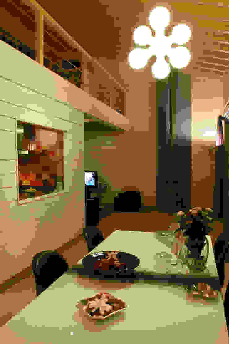 Ruang Makan Gaya Skandinavia Oleh Rusticasa Skandinavia Kayu Wood effect