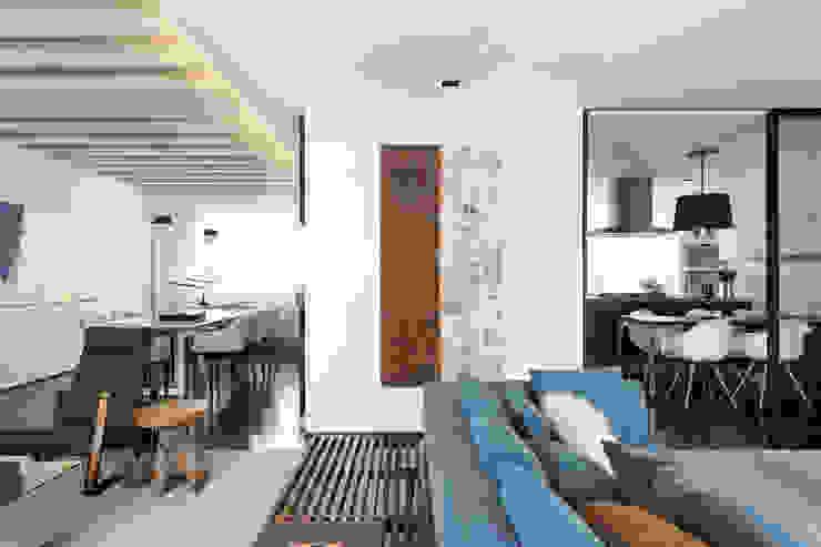 Itaim Apartment Salas de estar modernas por DIEGO REVOLLO ARQUITETURA S/S LTDA. Moderno