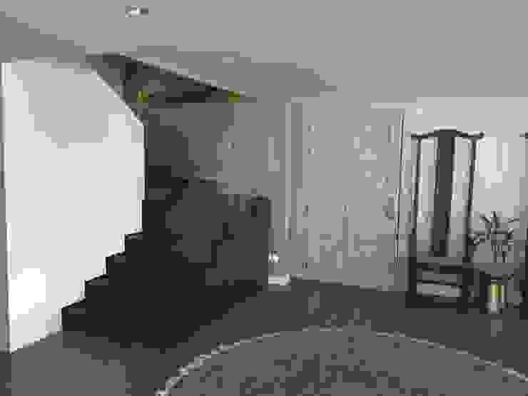 Escaleras acceso Pasillos, vestíbulos y escaleras de estilo ecléctico de Ecologik Ecléctico