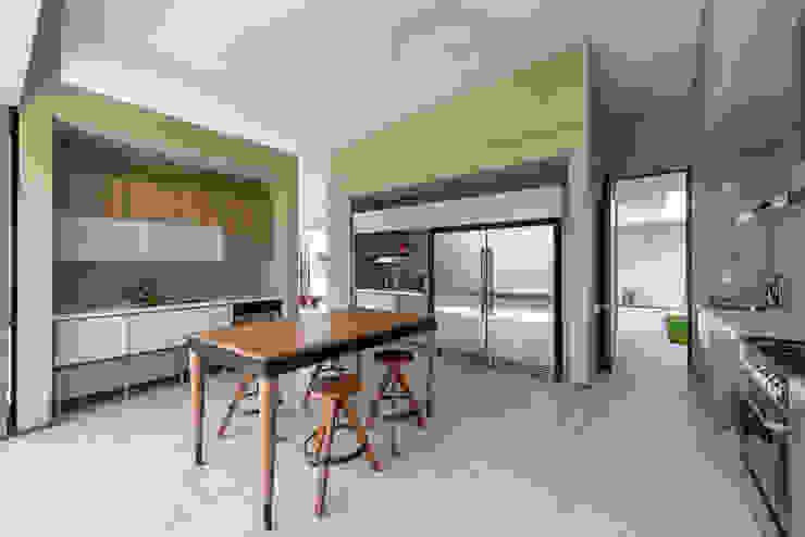 廚房 by toroposada arquitectos sas ,