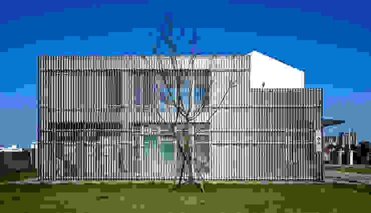 Rumah Modern Oleh Glocal Architecture Office (G.A.O) 吳宗憲建築師事務所/安藤國際室內裝修工程有限公司 Modern