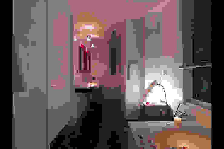 嘉義吳宅 現代浴室設計點子、靈感&圖片 根據 邑法室內裝修設計有限公司 現代風