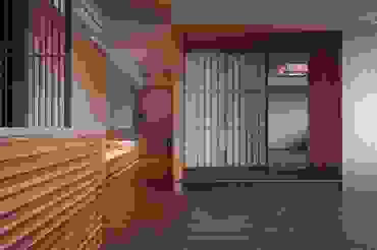 北投陳宅 亞洲風玄關、階梯與走廊 根據 直方設計有限公司 日式風、東方風 複合木地板 Transparent