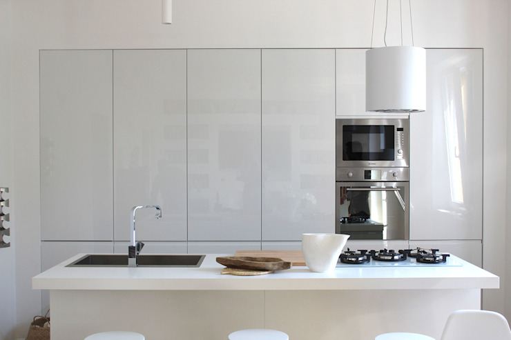 Kitchen by Architetto Luigia Pace,