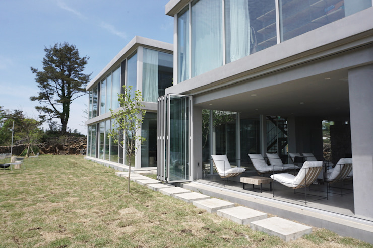 Modern Houses by 이룩(2LOOK) Modern