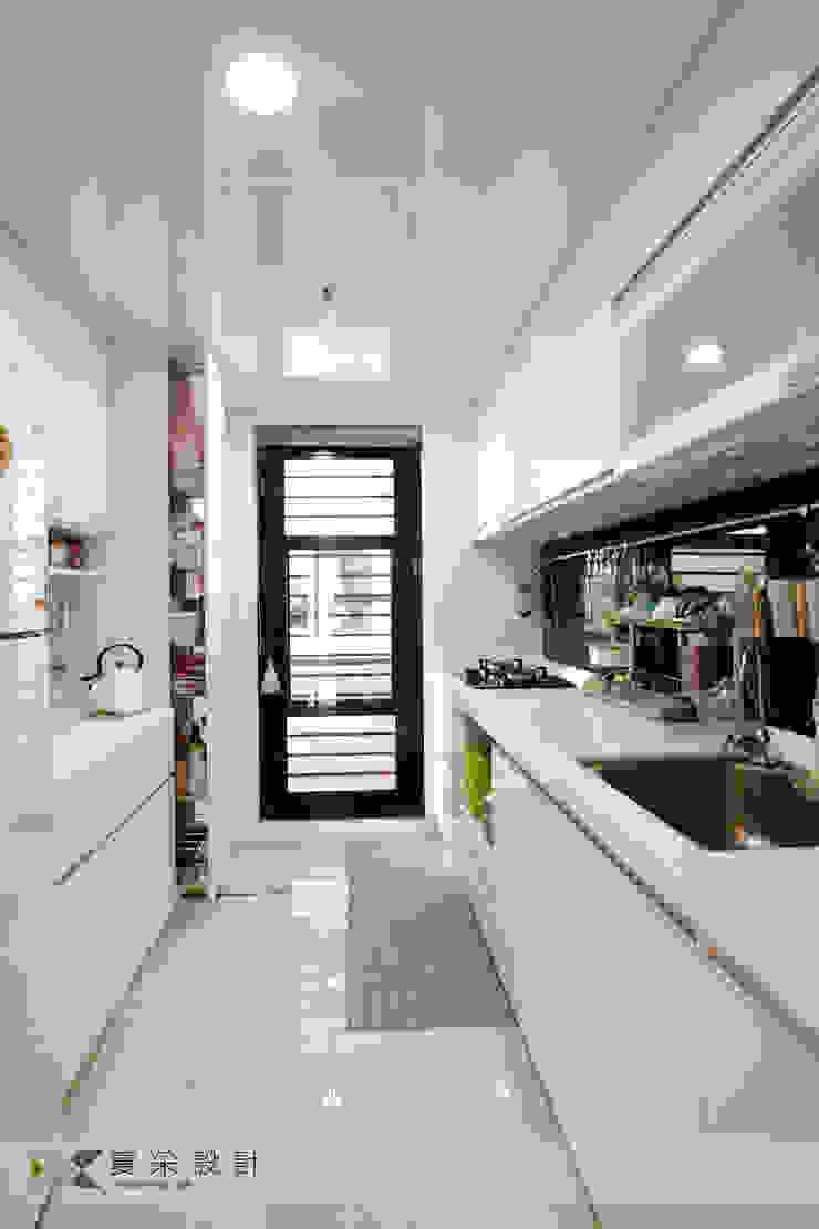 賴著不走北歐混搭風 現代廚房設計點子、靈感&圖片 根據 寬森空間設計 現代風