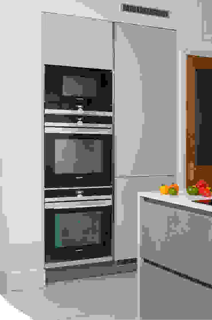 Urban Theme Concrete & Taupe Handleless Kitchen Modern Kitchen by Urban Myth Modern
