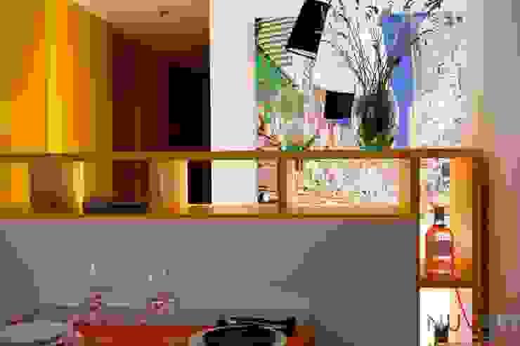 Sala da pranzo moderna di NUVART Moderno