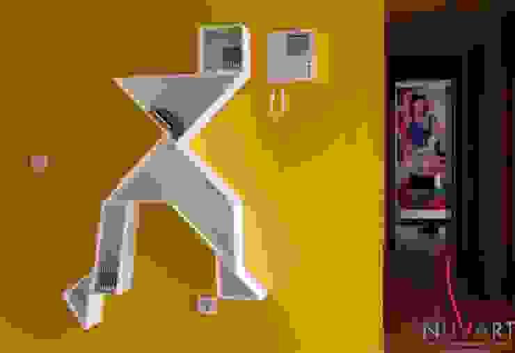 Ingresso, Corridoio & Scale in stile moderno di NUVART Moderno