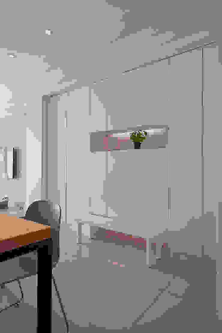 穿鞋椅設計(開) 現代風玄關、走廊與階梯 根據 趙玲室內設計 現代風