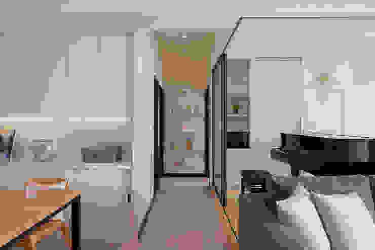 客製化的語彙 現代風玄關、走廊與階梯 根據 趙玲室內設計 現代風
