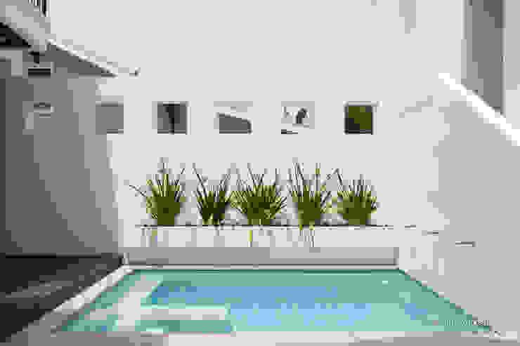 Chibi Moku Architectural Films Nowoczesny basen Marmur Biały