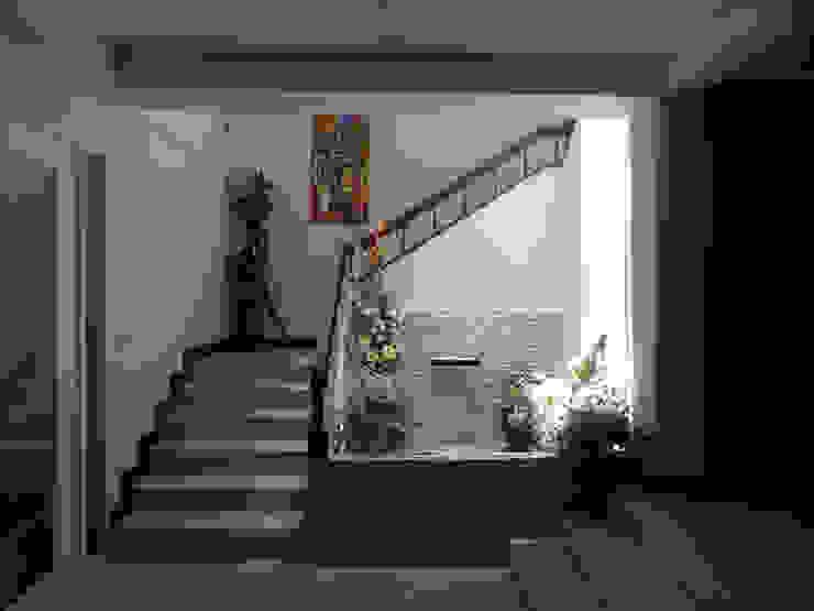 โถงบันได SDofA Architect ห้องโถงทางเดินและบันไดสมัยใหม่