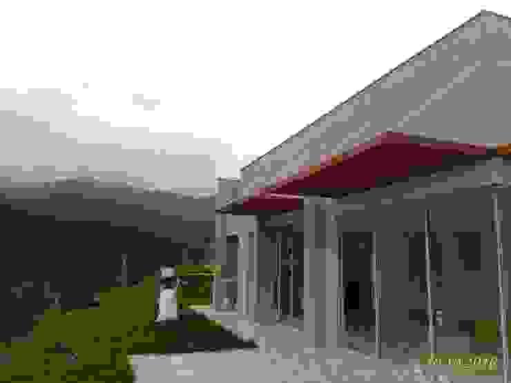 Una Casa de descanso Casas modernas de Muros y Casas S.A.S Moderno Tableros de virutas orientadas