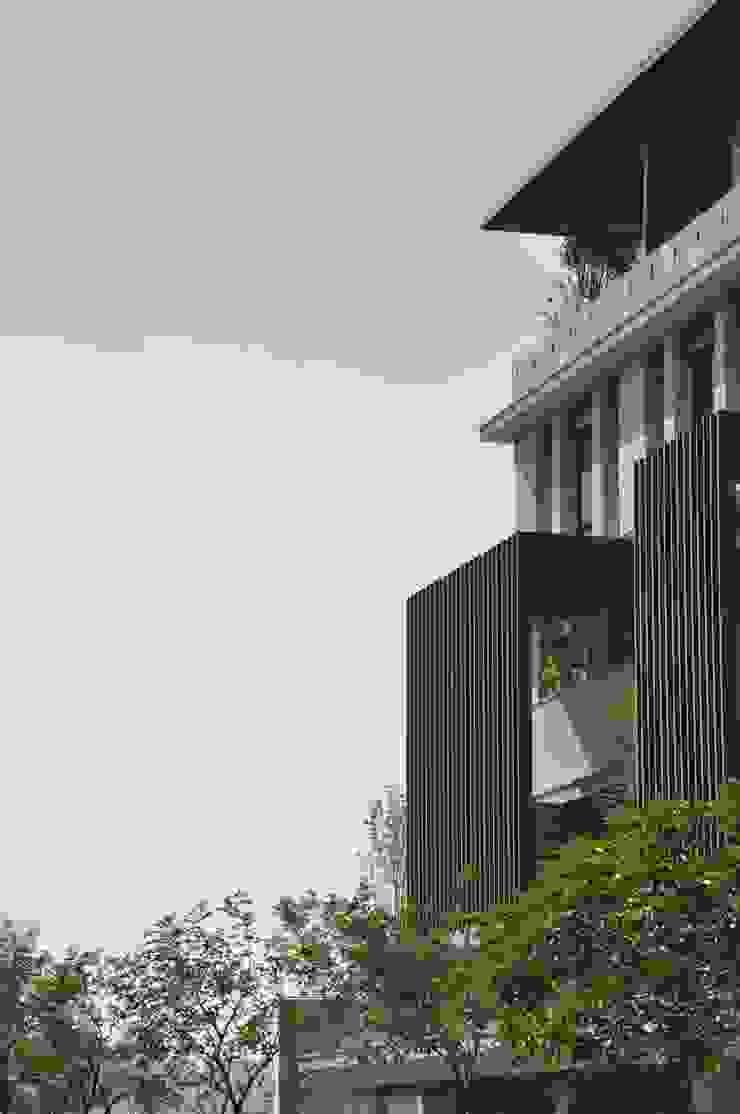 大岩璞墅 現代房屋設計點子、靈感 & 圖片 根據 張德昌建築師事務所 現代風