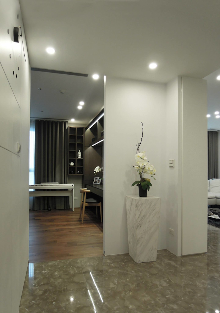 Simple DECO 簡約不簡單 經典風格的走廊,走廊和樓梯 根據 構築設計 古典風