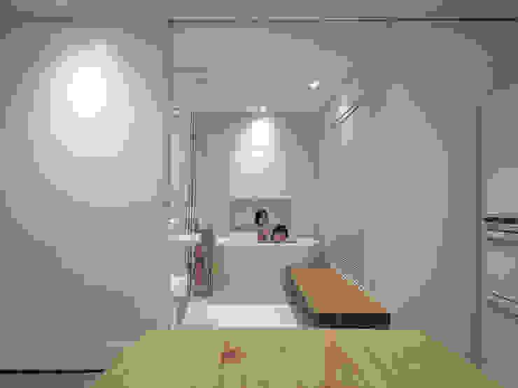 Bagno in stile  di 構築設計