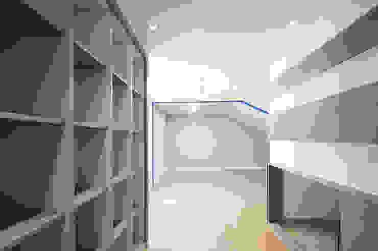 아이들을 위한 33평 복층 아파트 모던스타일 거실 by 더어반인테리어 모던