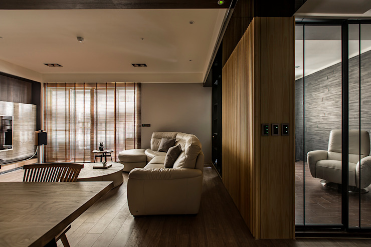 層峰匯 现代客厅設計點子、靈感 & 圖片 根據 齊家。空間設計 現代風