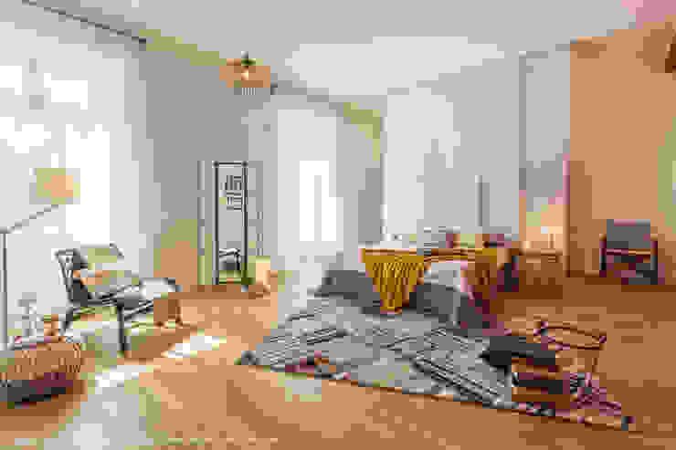 Camera con angolo lettura e cabina armadio:  in stile industriale di Sapere di Casa - Architetto Elena Di Sero Home Stager, Industrial