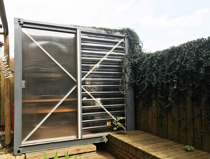 Container in place! by A4AC Architects Modern
