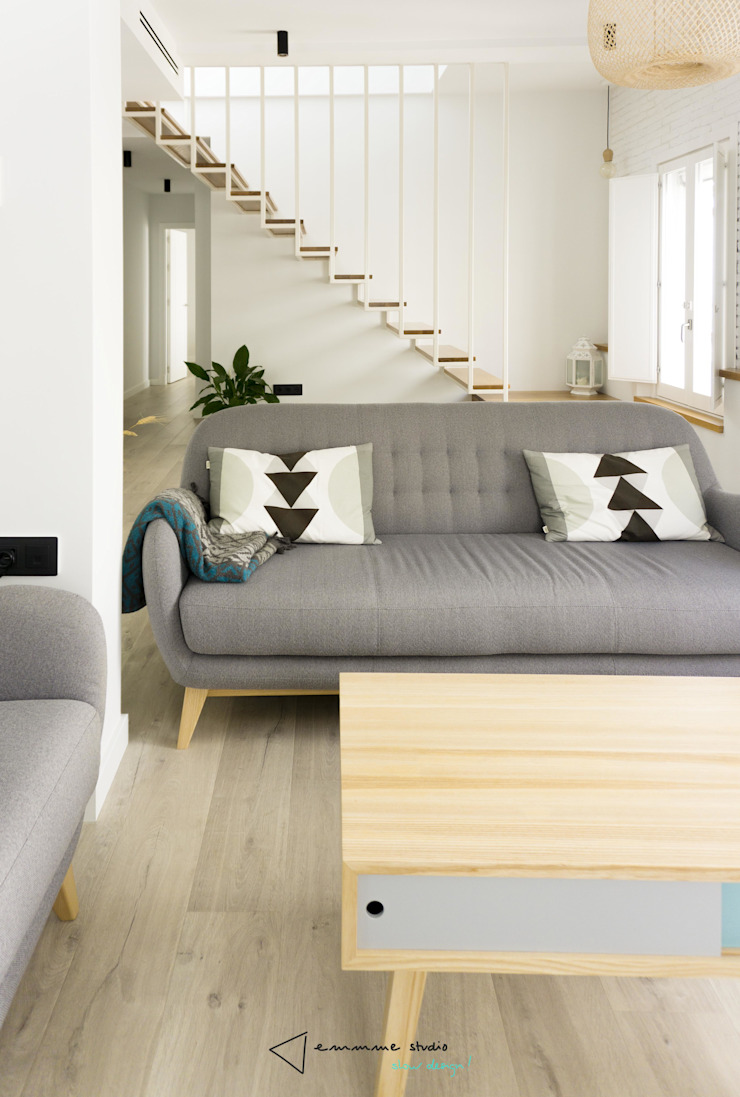 Phòng khách phong cách Bắc Âu bởi emmme studio Bắc Âu Gỗ Wood effect
