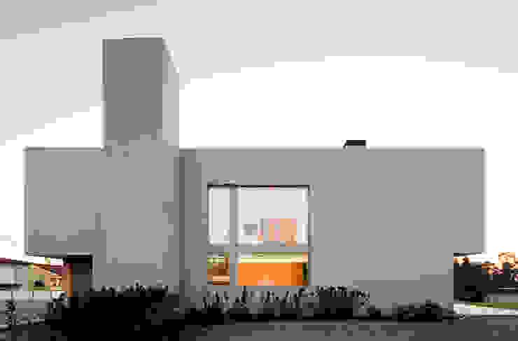 Modern houses by CNLL Modern