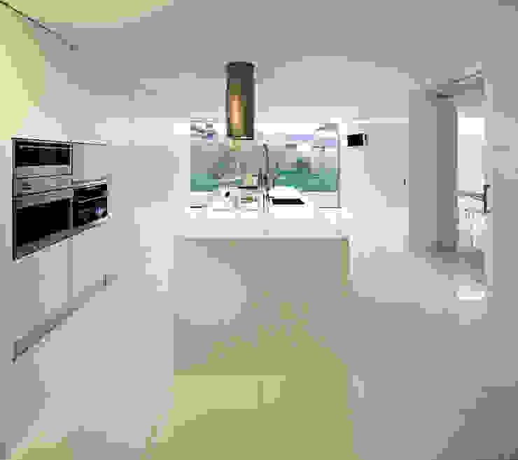Modern Kitchen by CNLL Modern