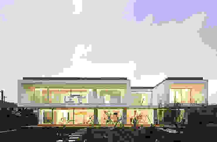 Rumah Modern Oleh CNLL Modern
