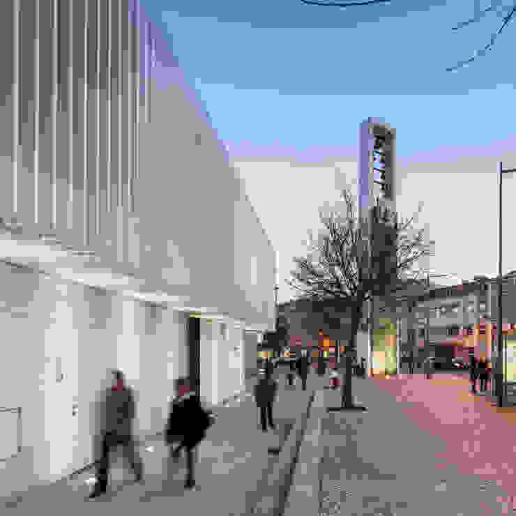 Maisons minimalistes par Plano Humano Arquitectos Minimaliste Calcaire