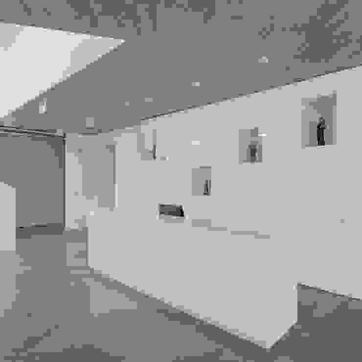 by Plano Humano Arquitectos Мінімалістичний Бетон