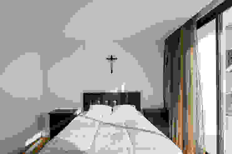 Chambre minimaliste par Plano Humano Arquitectos Minimaliste