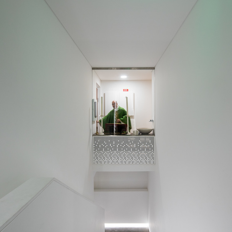 Couloir, entrée, escaliers minimalistes par Plano Humano Arquitectos Minimaliste