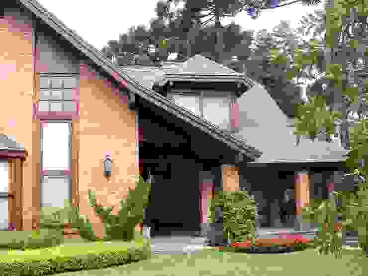 Casas de estilo rural de CABRAL Arquitetos Rural Ladrillos