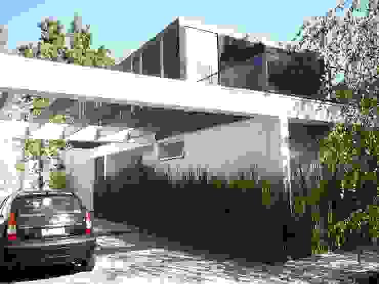 Minimalist house by Claudia Tidy Arquitectura Minimalist Concrete